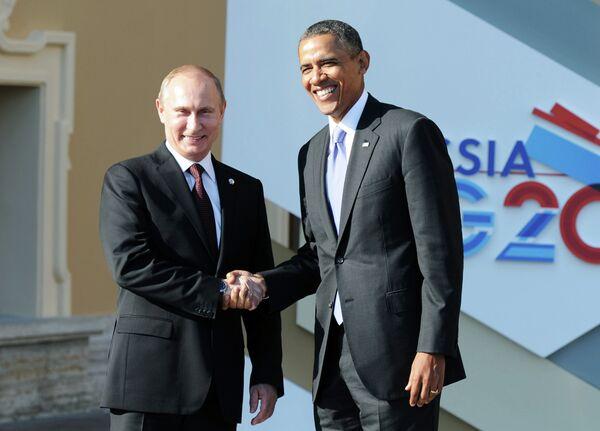 Le président russe Vladimir Poutine avec son homologue américain Barack Obama - Sputnik France