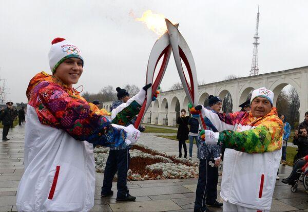 JO 2014: la flamme arrive à Veliki Novgorod - Sputnik France