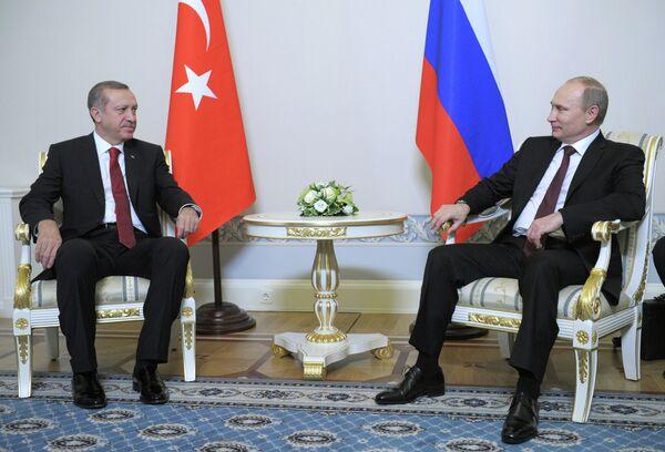 Président russe Vladimir Poutine et le premier ministre turc Recep Tayyip Erdogan (archives) - Sputnik France