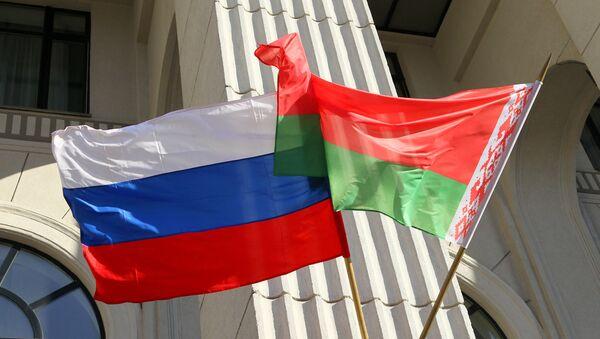 les drapeaux russe et biélorusse - Sputnik France