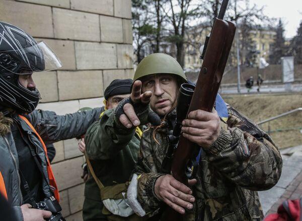 Des opposants armés au centre de Kiev - Sputnik France