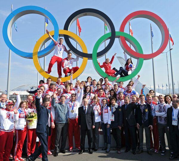 Président russe Vladimir Poutine décore les médaillés russes des JO de Sotchi - Sputnik France