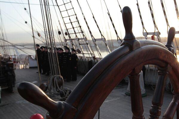 Le voilier russe Sedov accueille des enfants à son bord - Sputnik France