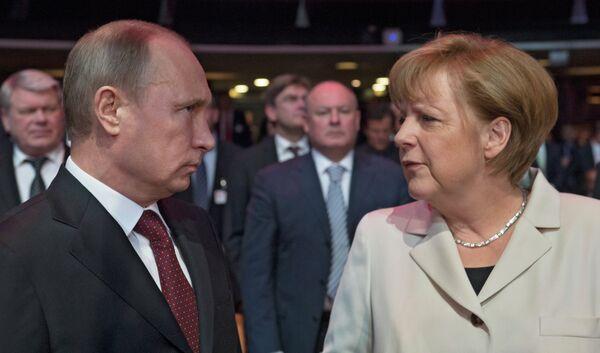 Le président russe Vladimir Poutine et la chancelière fédérale allemande Angela Merkel (Archives) - Sputnik France