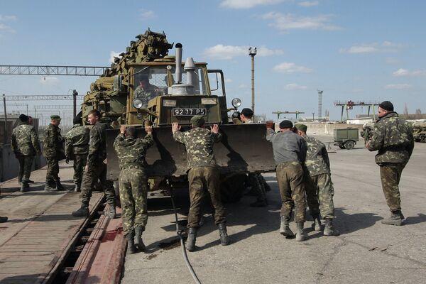 Crimée: tout le matériel de guerre ukrainien sera rendu à Kiev (Moscou) - Sputnik France