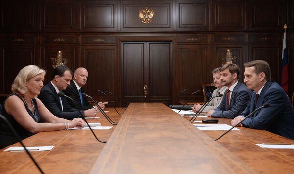 Le président de la Douma (chambre basse du parlement russe) Sergueï Narychkine et la présidente du Front national Marine Le Pen - Sputnik France