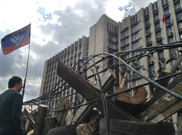 Ukraine: des drapeaux de la république de Donetsk hissés dans deux villes - Sputnik France