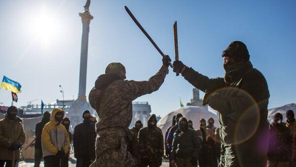 Des combattants de Pravy Sektor s'entraînent sur la place de l'Indépendance à Kiev - Sputnik France