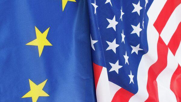 Drapeaux des États-Unis et  de l'Union européenne - Sputnik France