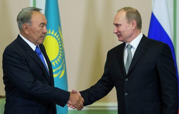 Noursoultan Nazarbaïev, président  kazakh et Vladimir Poutine, président russe - Sputnik France