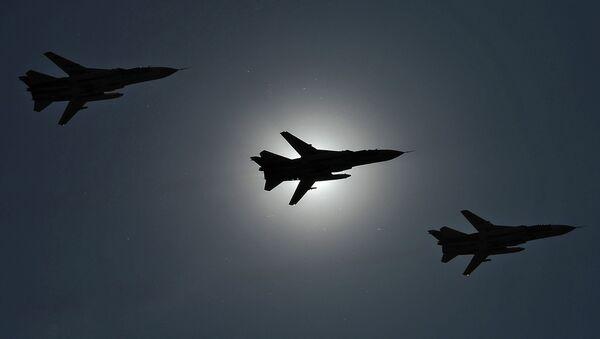 Совместная тренировка экипажей ВВС к празднику Общее небо - Sputnik France