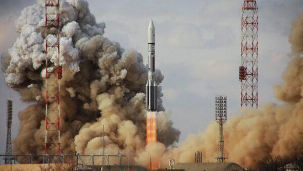 Пуск ракеты Протон-М - Sputnik France
