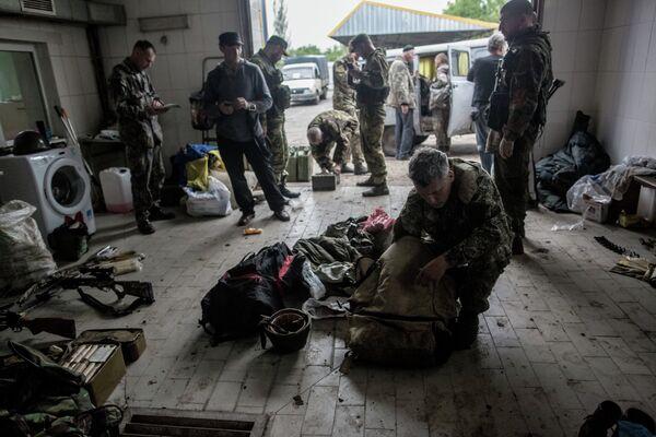 Est de l'Ukraine: poursuite d'hostilités malgré la trêve (insurgés) - Sputnik France