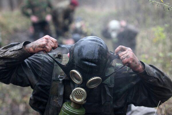 Est de l'Ukraine: les troupes pro-Kiev utilisent des armes chimiques (insurgés) - Sputnik France