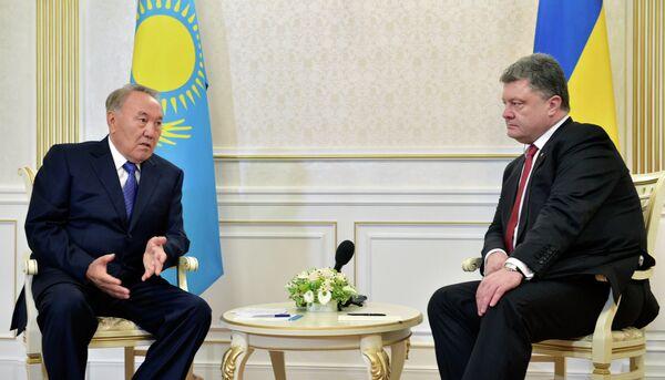 Noursoultan Nazarbaïev et Piotr Porochenko - Sputnik France