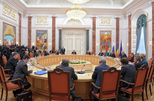 Kiev prêt à poursuivre le dialogue UE-Russie-Ukraine (Porochenko) - Sputnik France