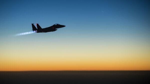 истребитель F-15E Strike Eagle после авиаударов по Исламскому государству, 23 сентября 2014 - Sputnik France