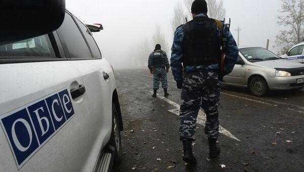 Наблюдатели ОБСЕ осматривают КПП Новоазовск - Sputnik France