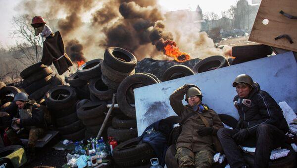 Сторонники радикальной оппозиции на баррикаде Институтской улицы в Киеве - Sputnik France
