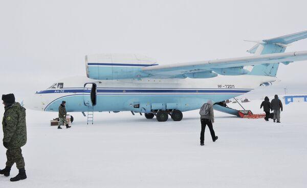 Avion An-72 en Arctique - Sputnik France