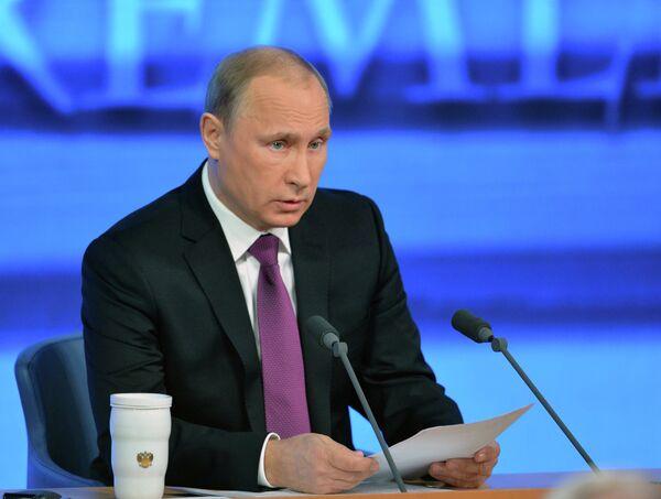 Президент России Владимир Путин на десятой большой ежегодной пресс-конференции - Sputnik France