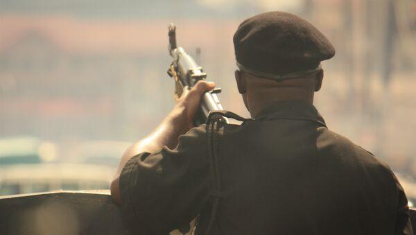 Вооруженный солдат в Нигерии - Sputnik France