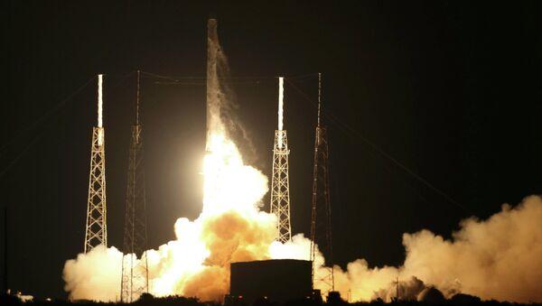 Lanceur Falcon 9 avec un cargo spatial privé Dragon - Sputnik France