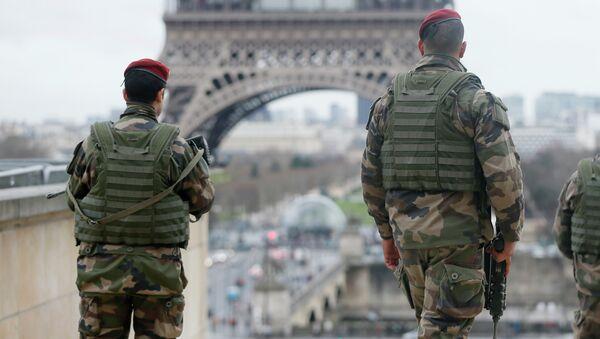 Французские солдаты патрулируют улицы Парижа - Sputnik France