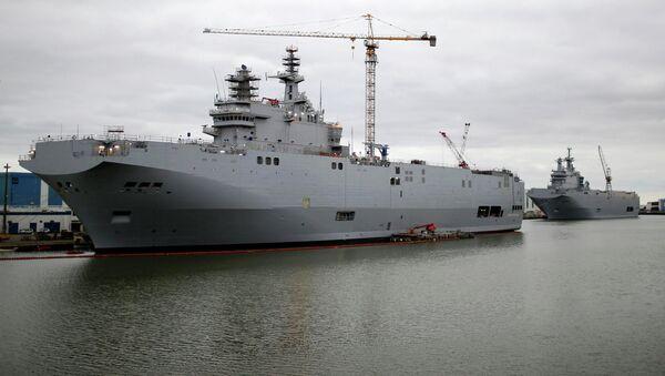 Вертолетоносец типа Мистраль в порту Сен-Назера - Sputnik France