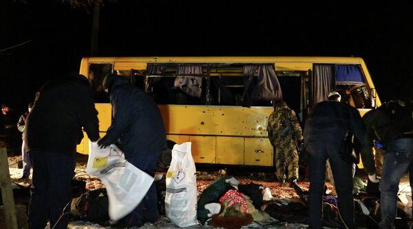 12 passagers d'un bus ont trouvé la mort dans la ville ukrainienne de Volnovakha (est) lors d'un bombardement contre un barrage de l'armée - Sputnik France
