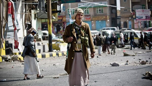 Повстанцы-шииты патрулируют улицу, ведущую к президентскому дворцу в Сане, Йемен. 20 января 2015 - Sputnik France