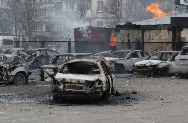 La ville ukrainienne de Marioupol attaquée aux lance-roquettes - Sputnik France